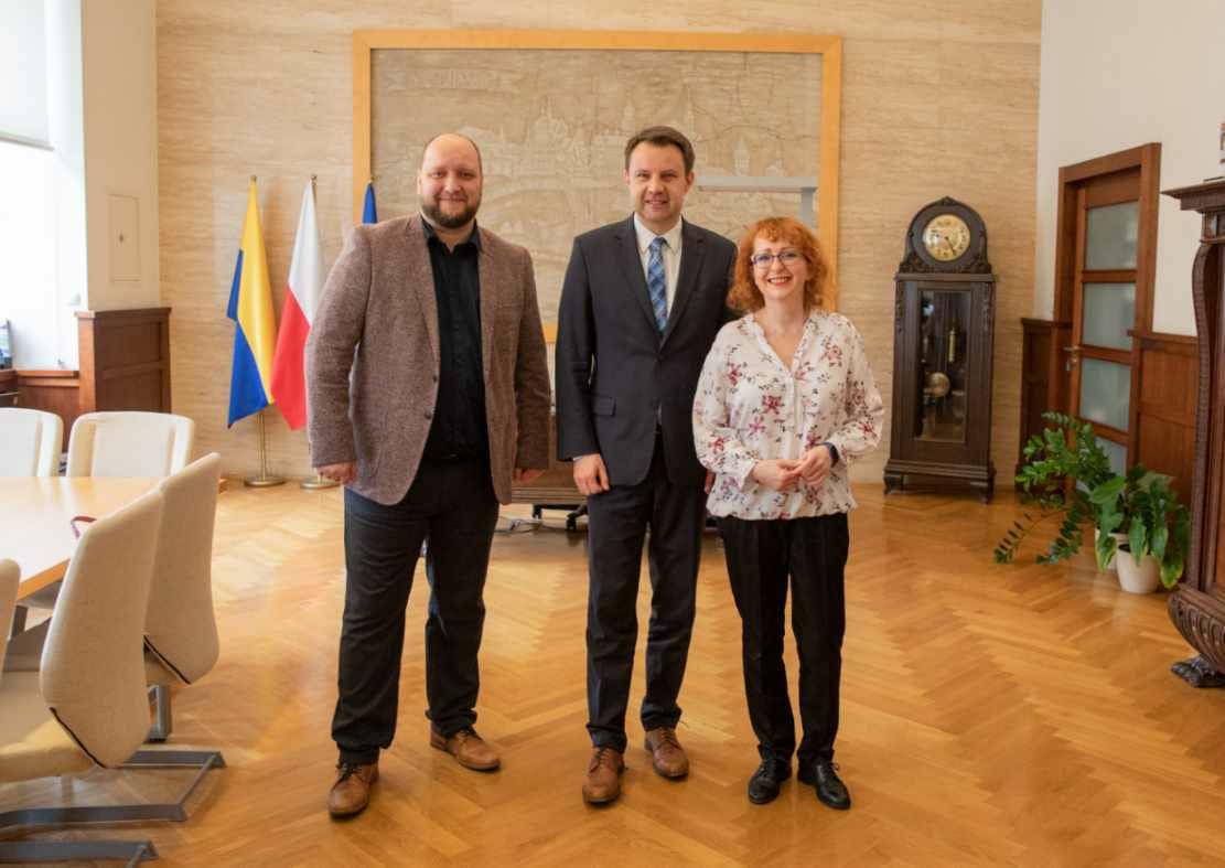 Prezydent Arkadiusz Wiśniewski ze studentami Koła Inżynierów na spotkaniu w Opolskim Ratuszu